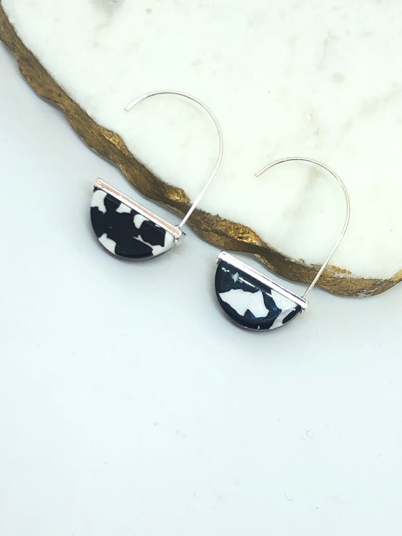 Black & White Resin Earring - VzCollection