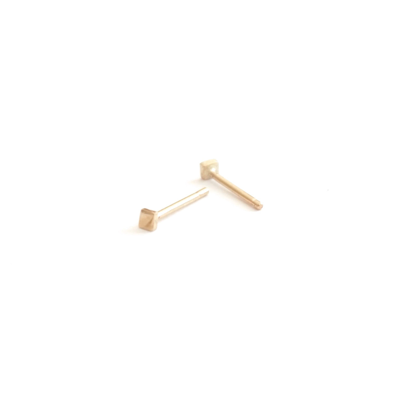 14k Gold 2mm Square Stud Earrings 0151