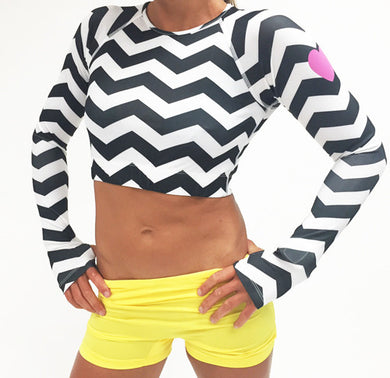 chevrun performance crop top with reflective heart