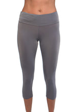 gray running capri