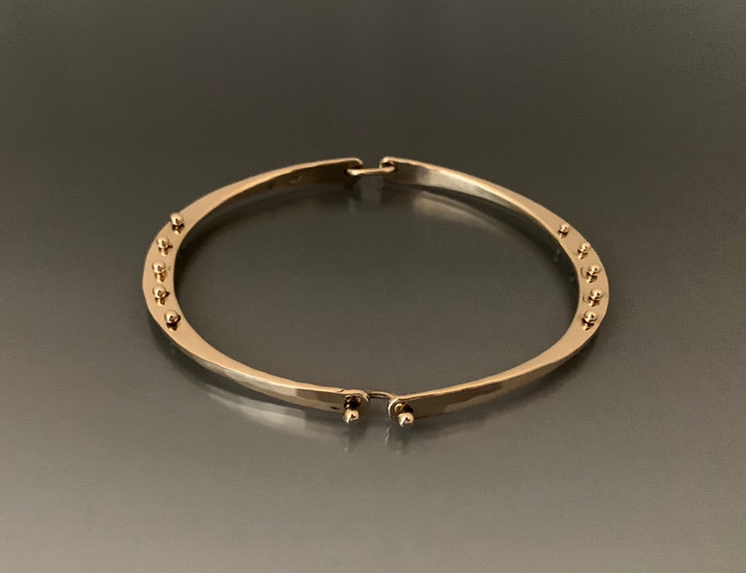 Bracelet 14k Gold Hinged with Peg accent