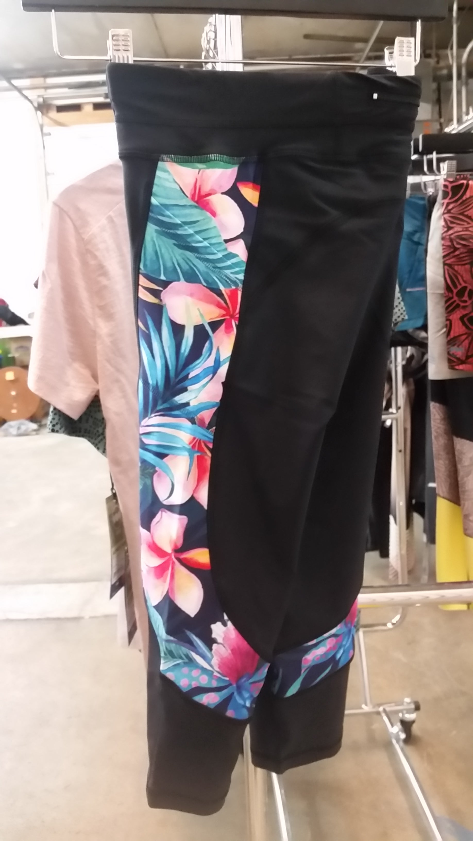 Tropical Flower Power Capri (W) - Floral/Black