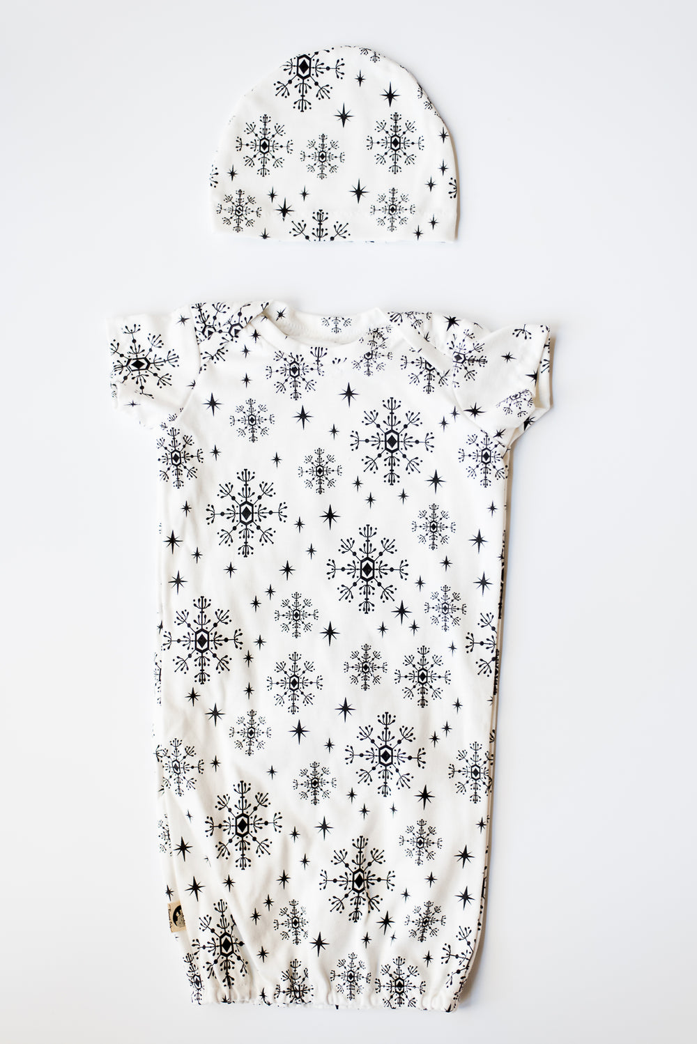 NEWBORN SLEEPER GOWN WITH MATCHING HAT - SNOWFLAKE DROP – Reserved Only