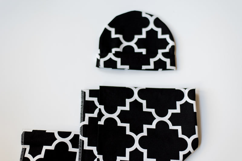 Quatrefoil Mirror - Knit Blanket