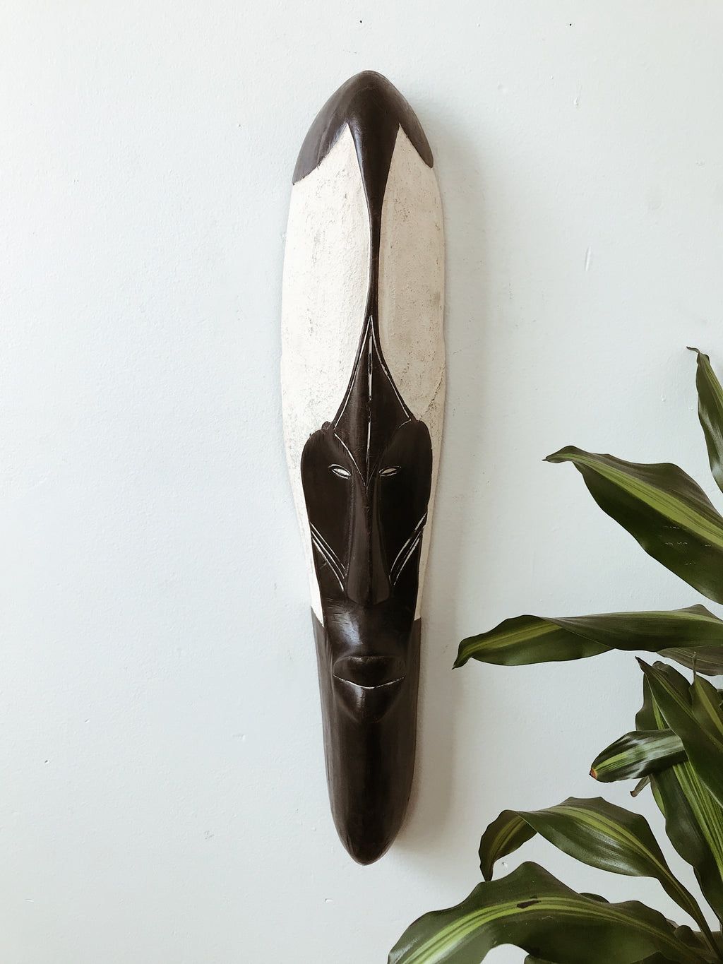 Long Cameroon Fang Mask // Black & White