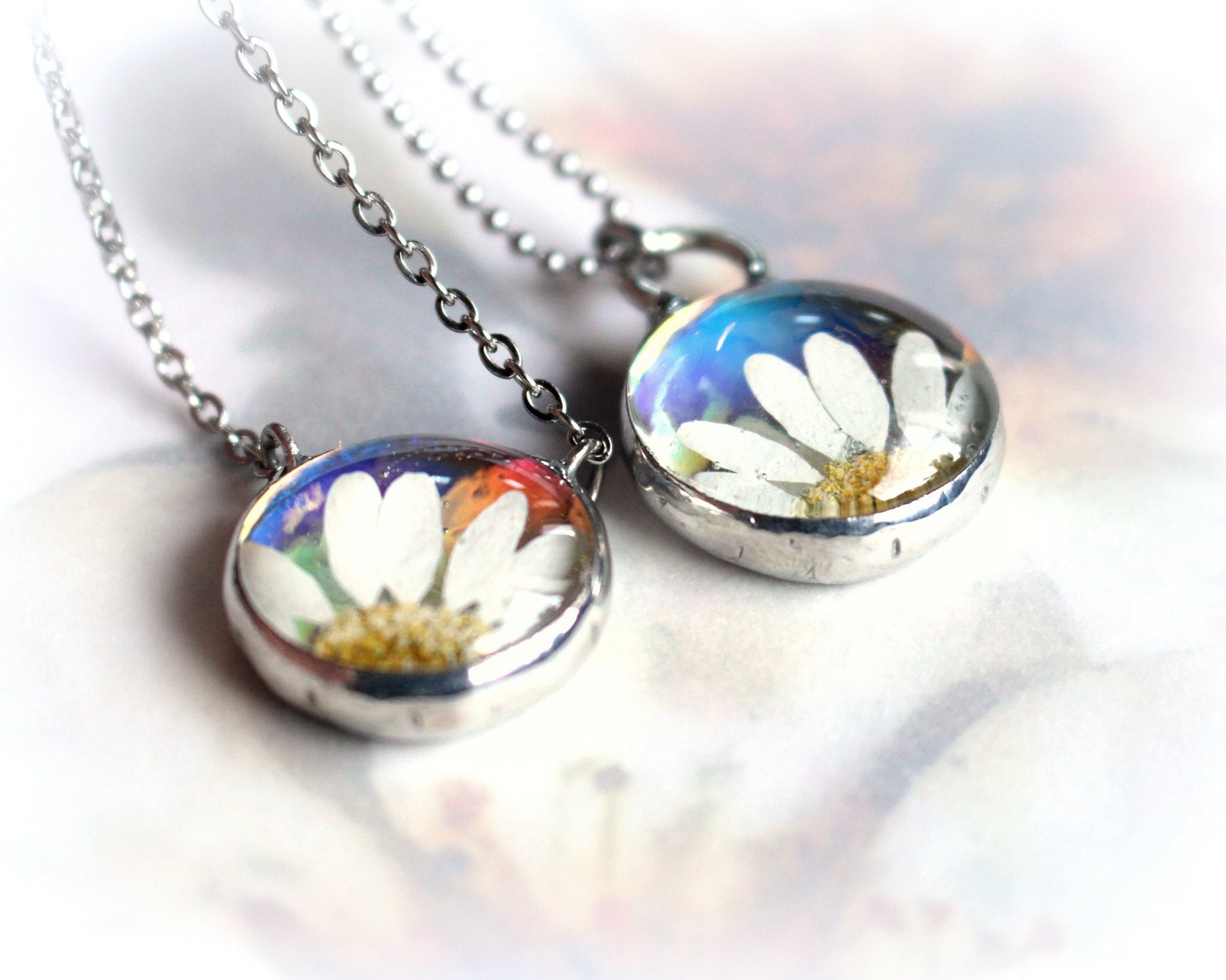 White Daisy Necklace Floral Glass Botanical Jewelry