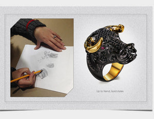 Big Head Cow Ring Black and gold-color