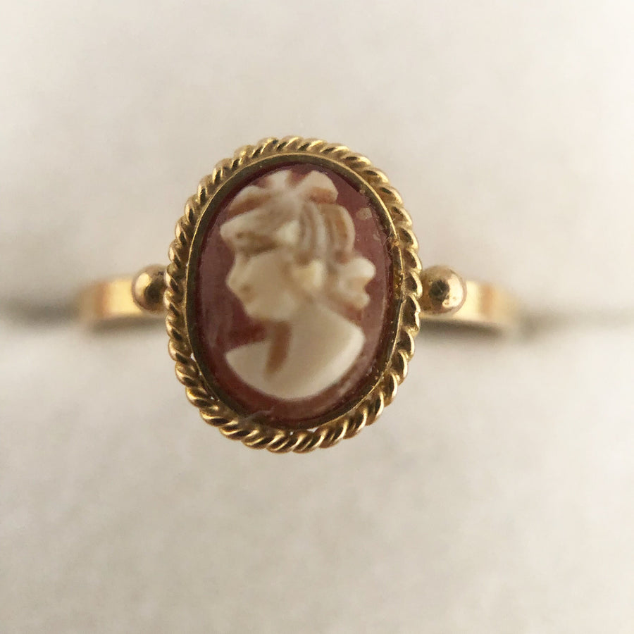 'Victoria' Vintage Mini Cameo Ring