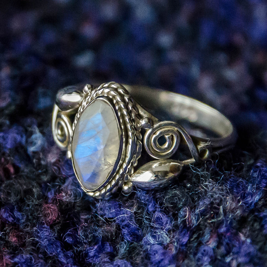 Bud & Spiral Silver Ring - Moonstone - Ekeko Crafts