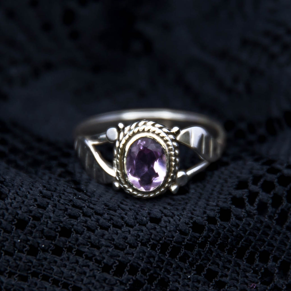 Simple Leaf Ring - Silver - Amethyst - Ekeko Crafts