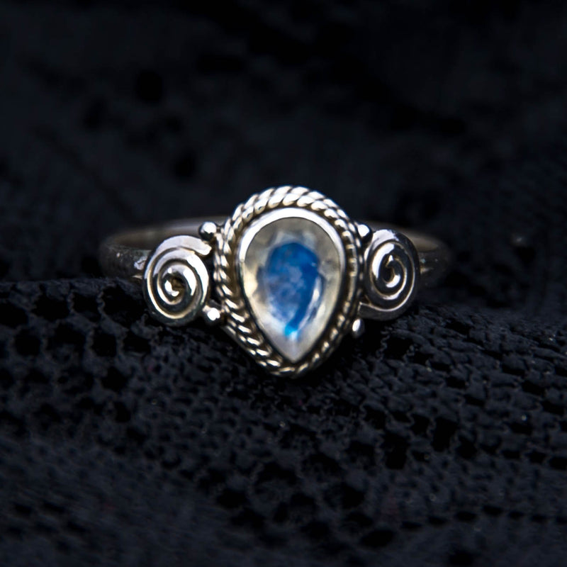 Anand Ring - Silver - Moonstone - Ekeko Crafts