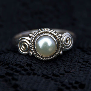 Anand Ring - Silver - Pearl - Ekeko Crafts