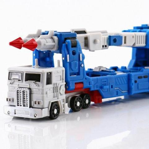 Magic Square MS-B04 Transporter (not Ultra Magnus)