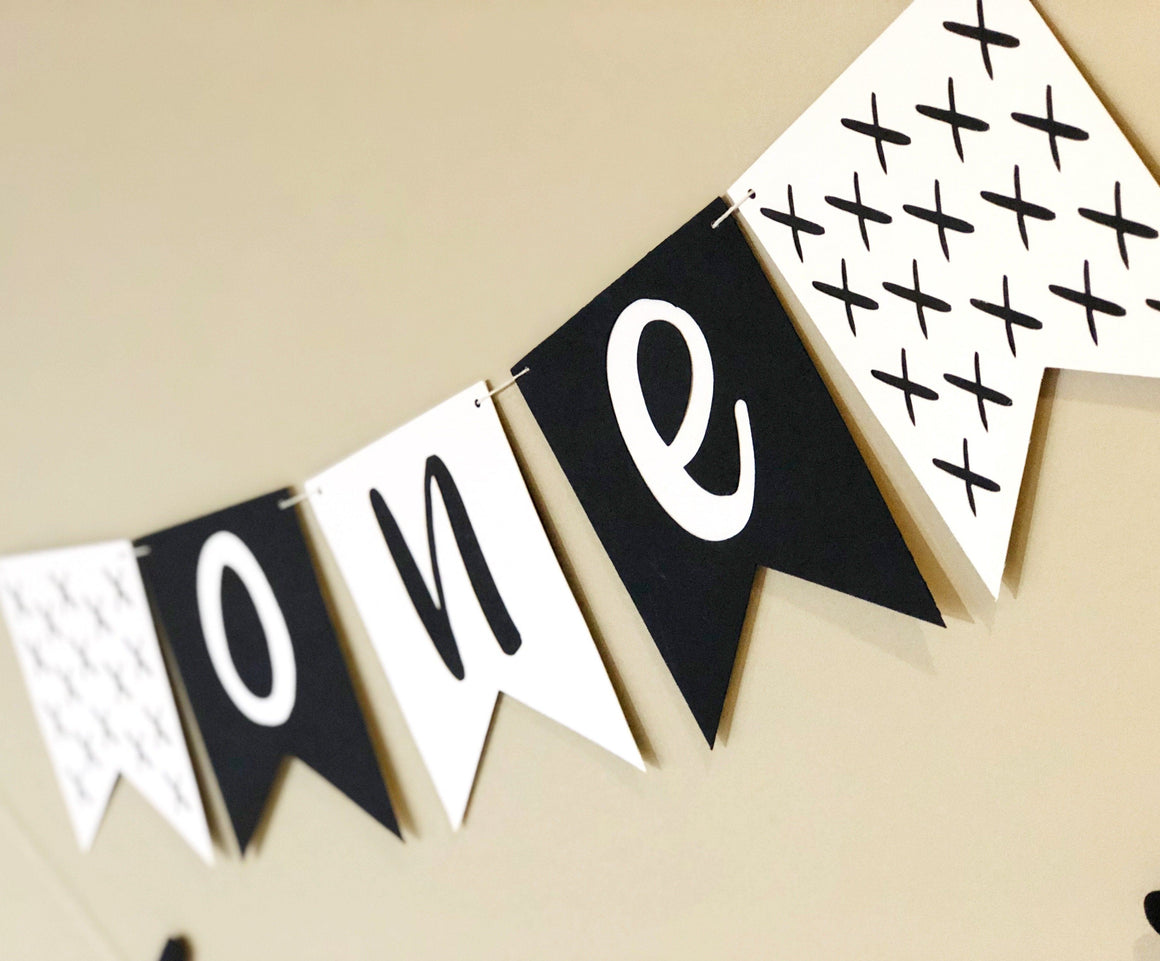 HIGHCHAIR BANNER - MONOCHROME