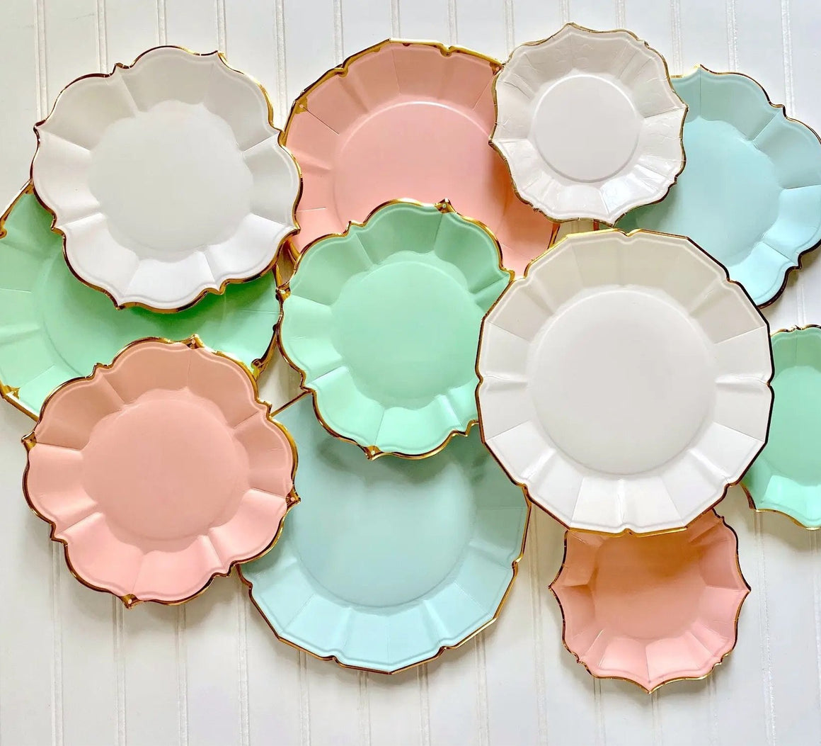 PLATES - LARGE LUNCHEON SCALLOPED MINT