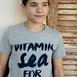 Kinder T-Shirt mit Motto Print VITAMIN SEA FOR ME | ankerherz.de
