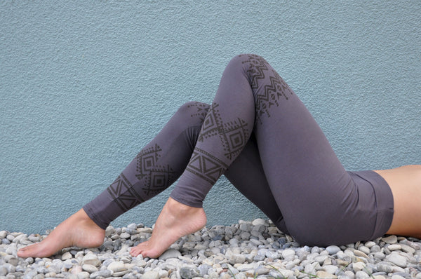 gemusterte Blockprint Leggings in grau