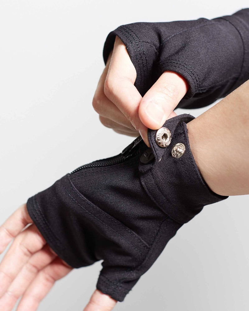 products/Fragment_Gloves_buttoning.jpg