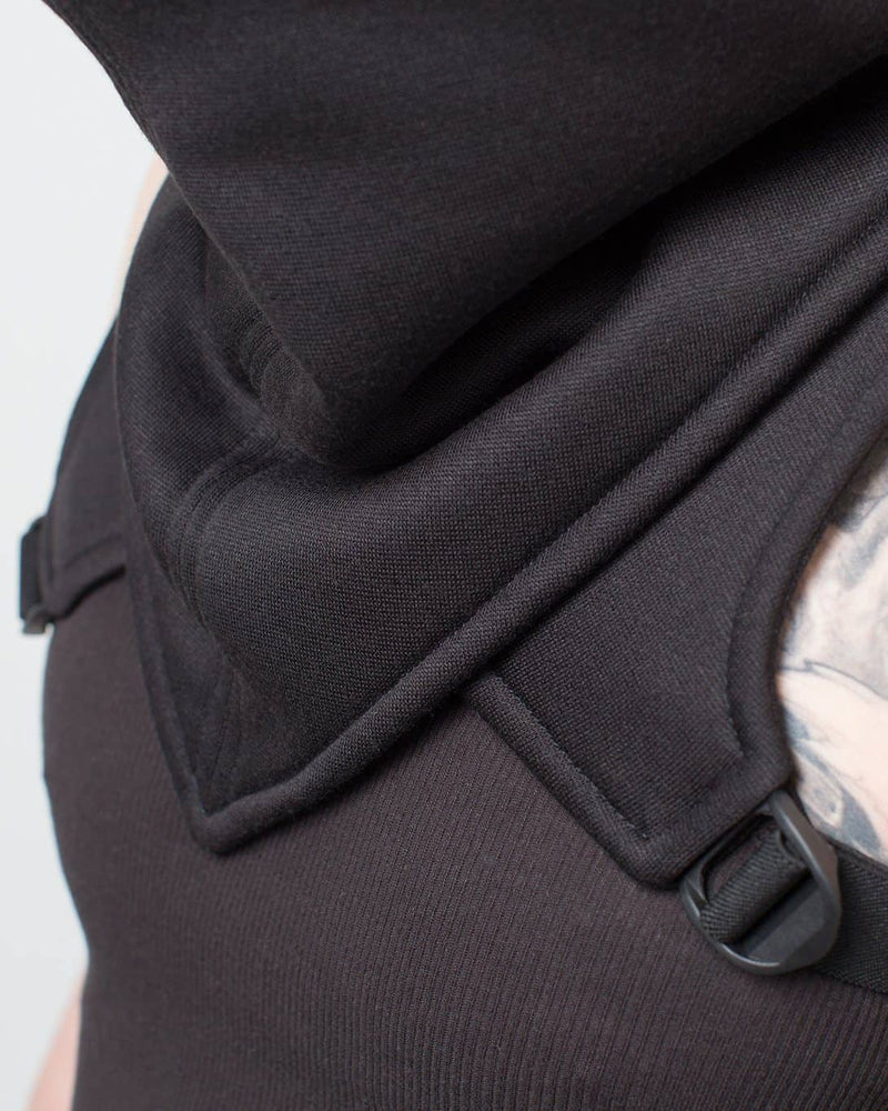 products/bandit_cowl_front_detail.jpg