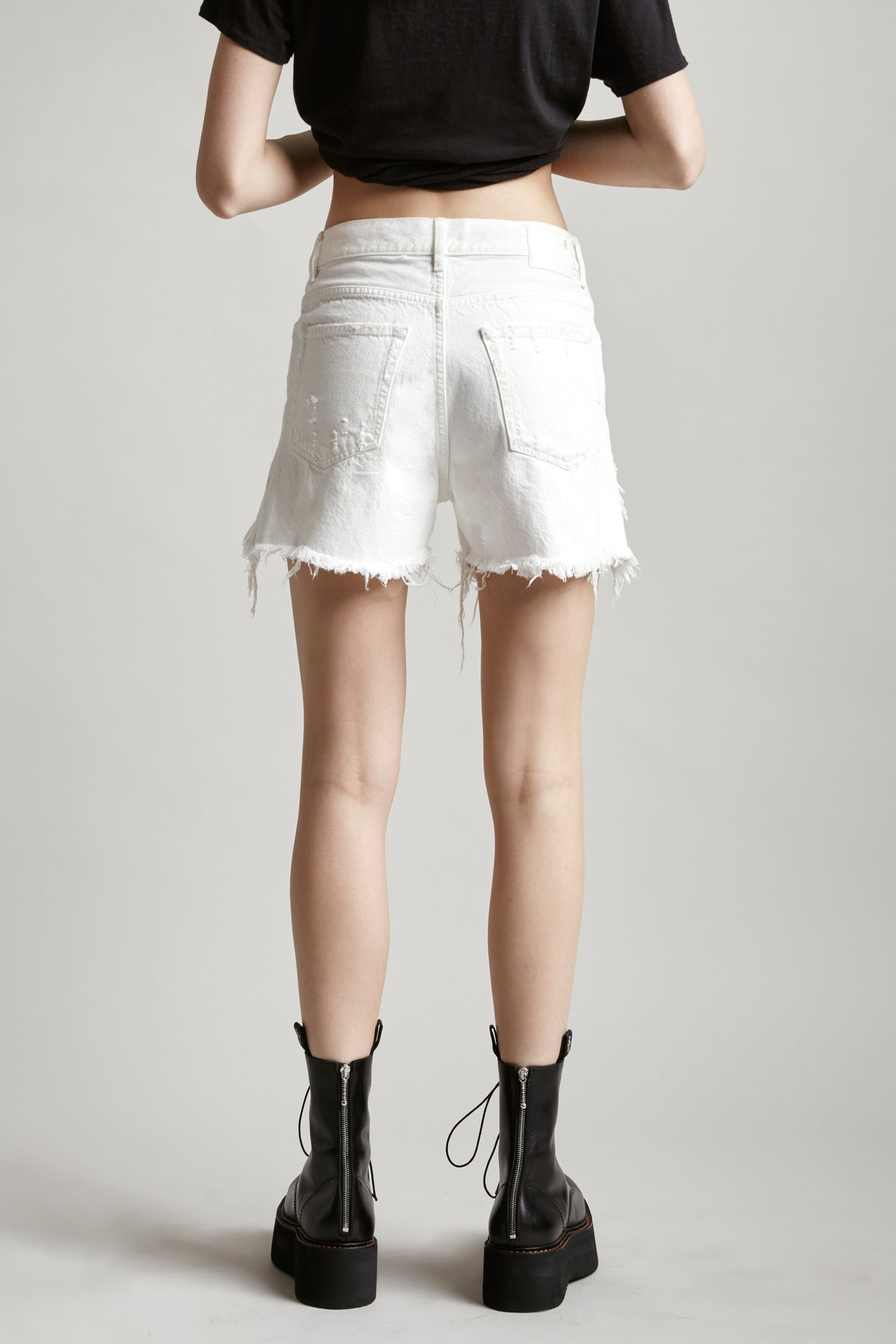 SHREDDED SLOUCH SHORT