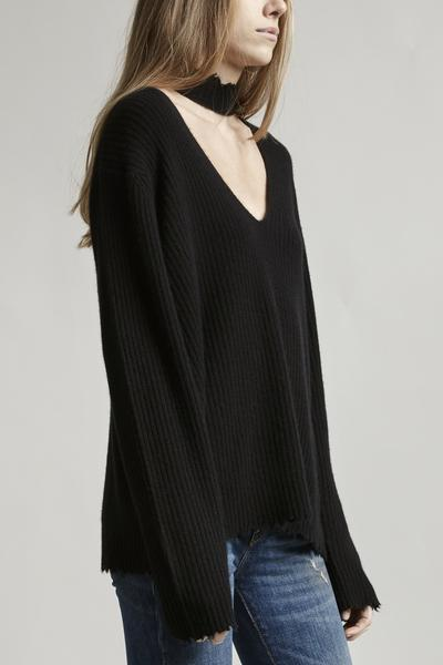 CHOKER V NECK SWEATER - BLACK