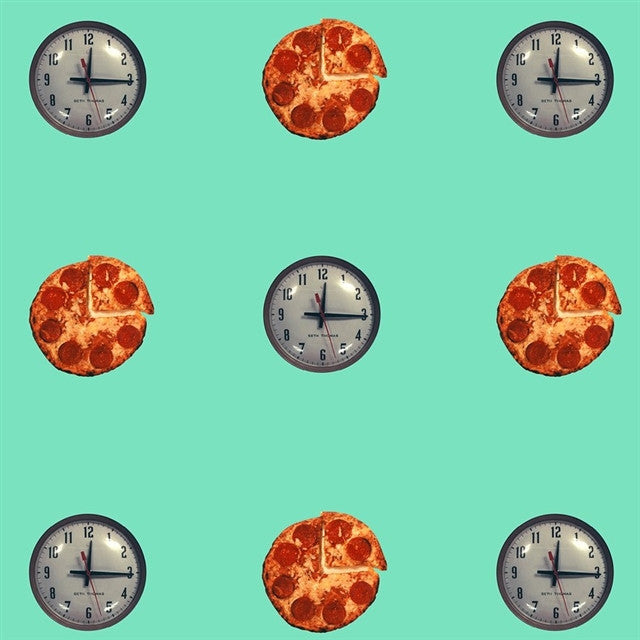 Clock/Pizza Wallpaper by John Baldessari