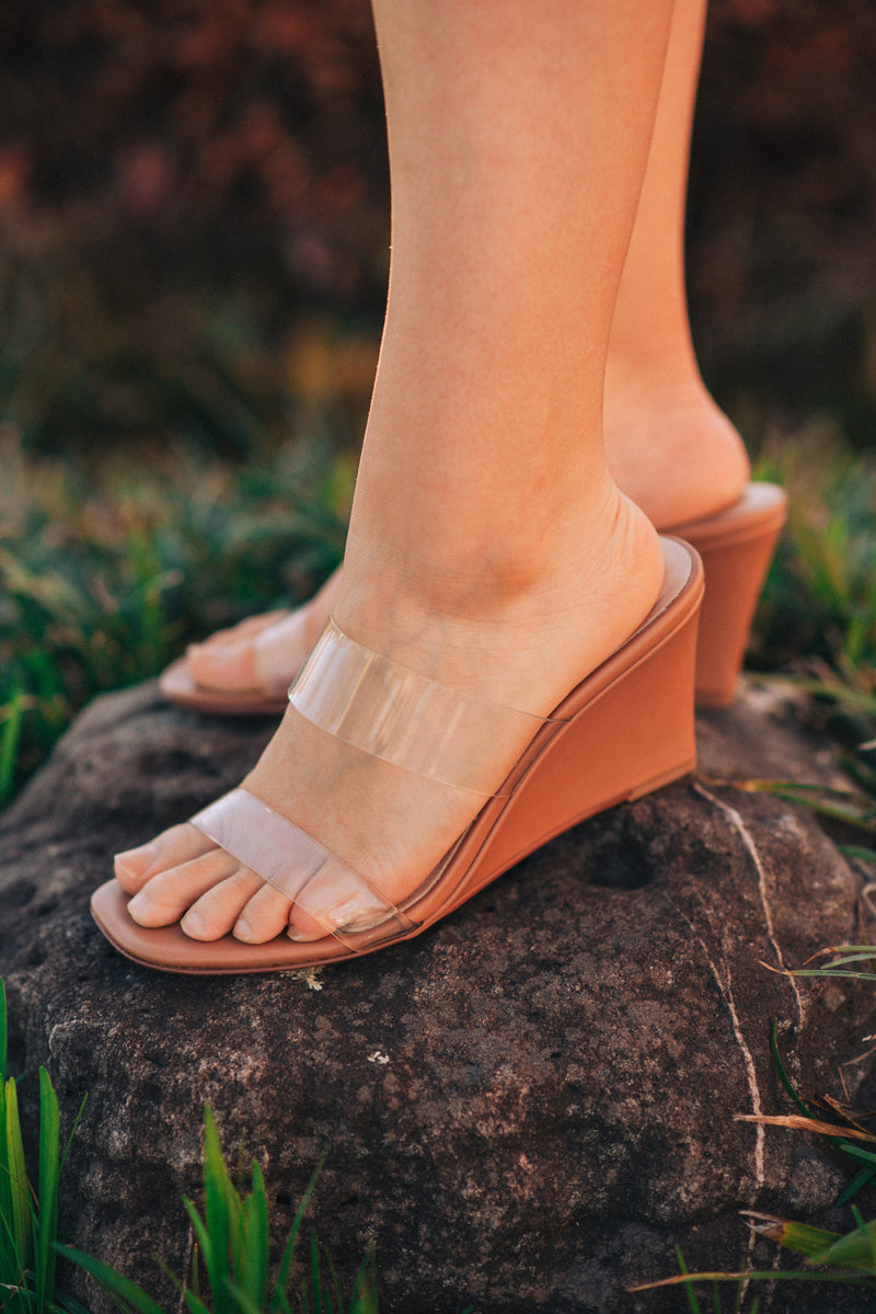 CHINESE LAUNDRY: TANN LOTTO SANDAL-SUNKISS NUDE