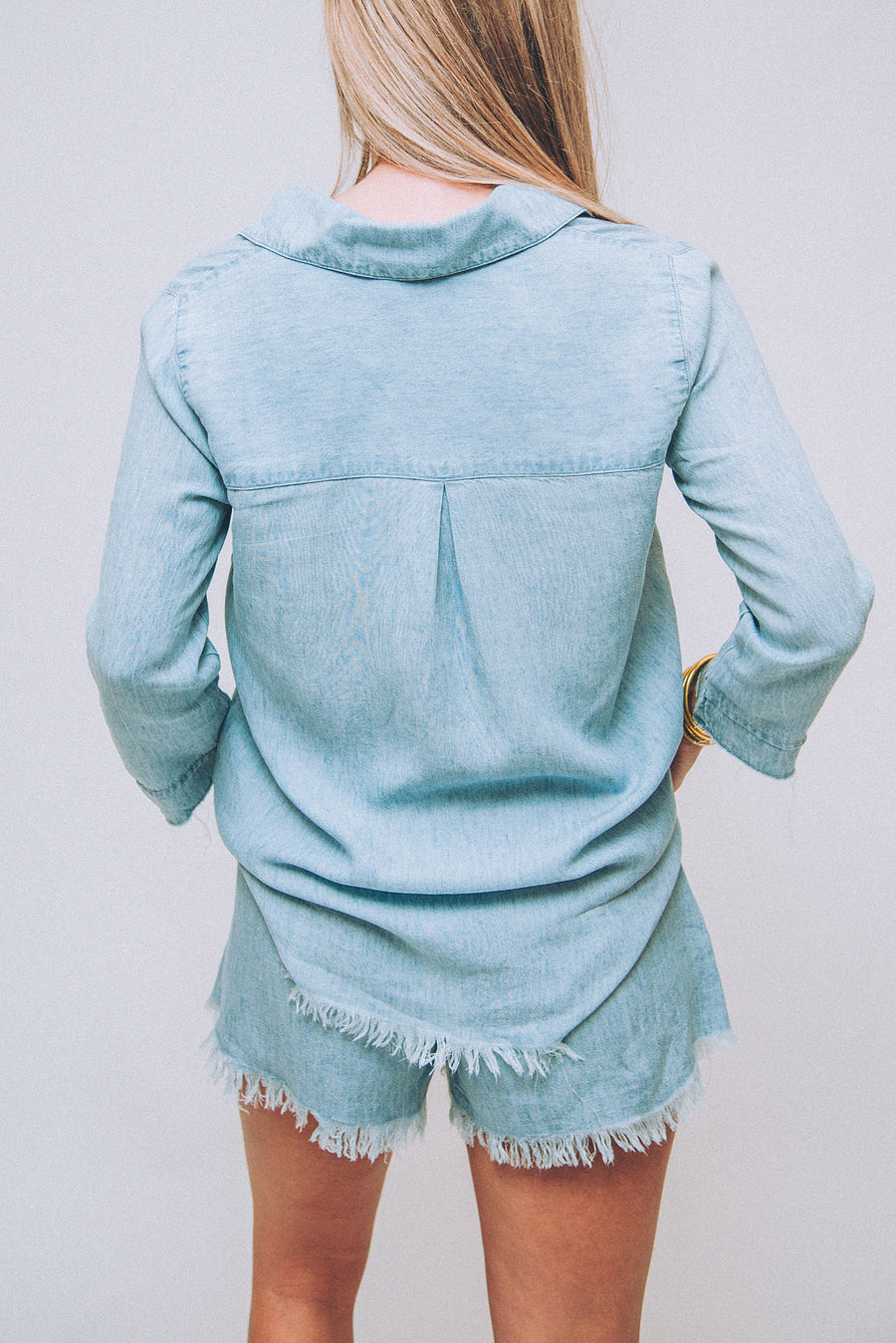 SHOW ME YOUR MUMU: CARLIE SHIRT-LIGHT CHAMBRAY