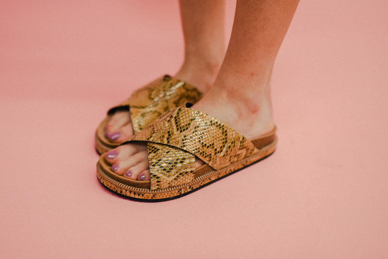FREE PEOPLE: SIDELINES SLIDE-TAN SNAKE