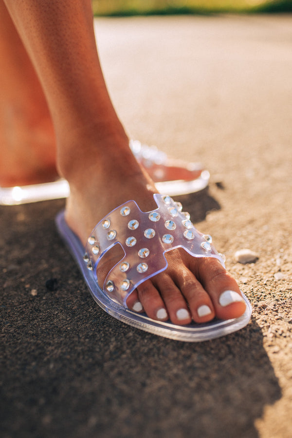 CHINESE LAUNDRY: CHARLI SLIDE SANDAL-CLEAR