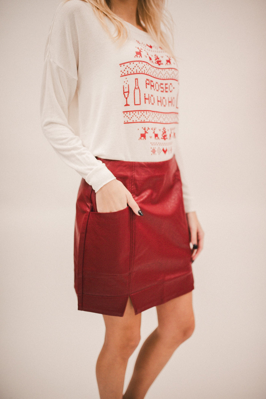 MINK PINK: ELISE MINI SKIRT-BURGUNDY