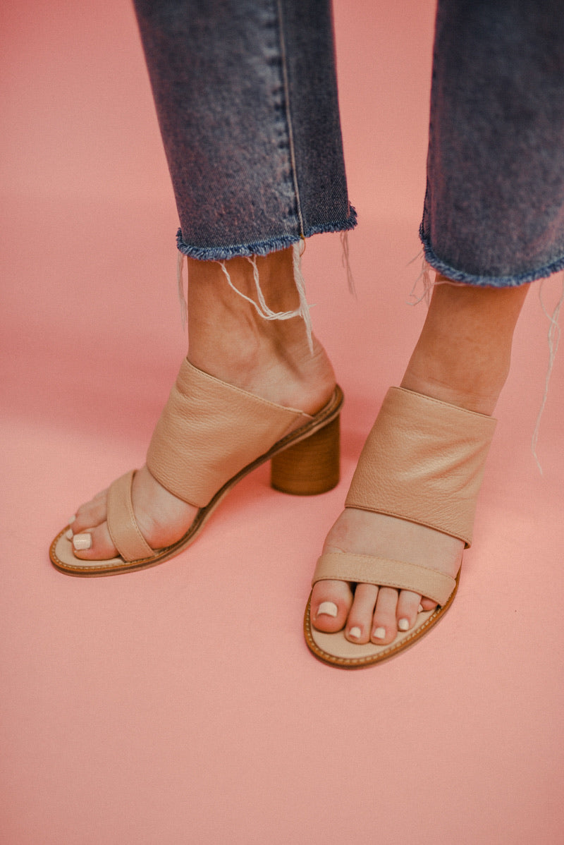 CHINESE LAUNDRY: COSMIC SLIDE SANDAL-NATURAL