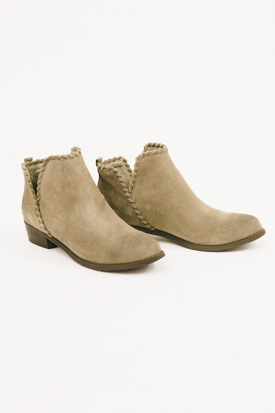 CHINESE LAUNDRY: CROSSROADS ANKLE BOOTIE