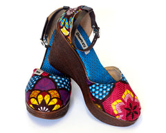 African Queen Closed Wedges - Dotty Flower