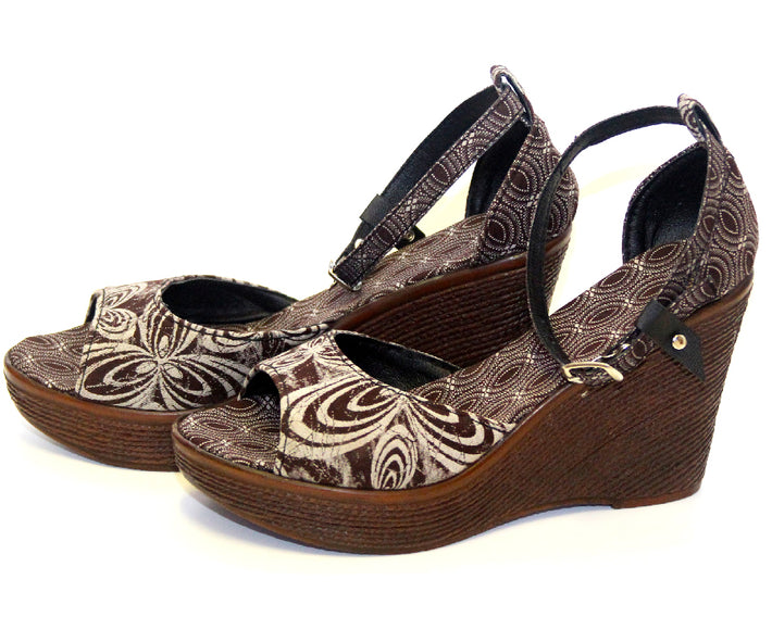 Shweshwe Wedges - Brown Floral