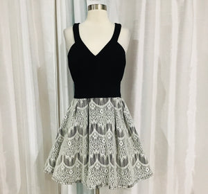 BOUTIQUE Short Black & White Fit And Flare Gown Size 13
