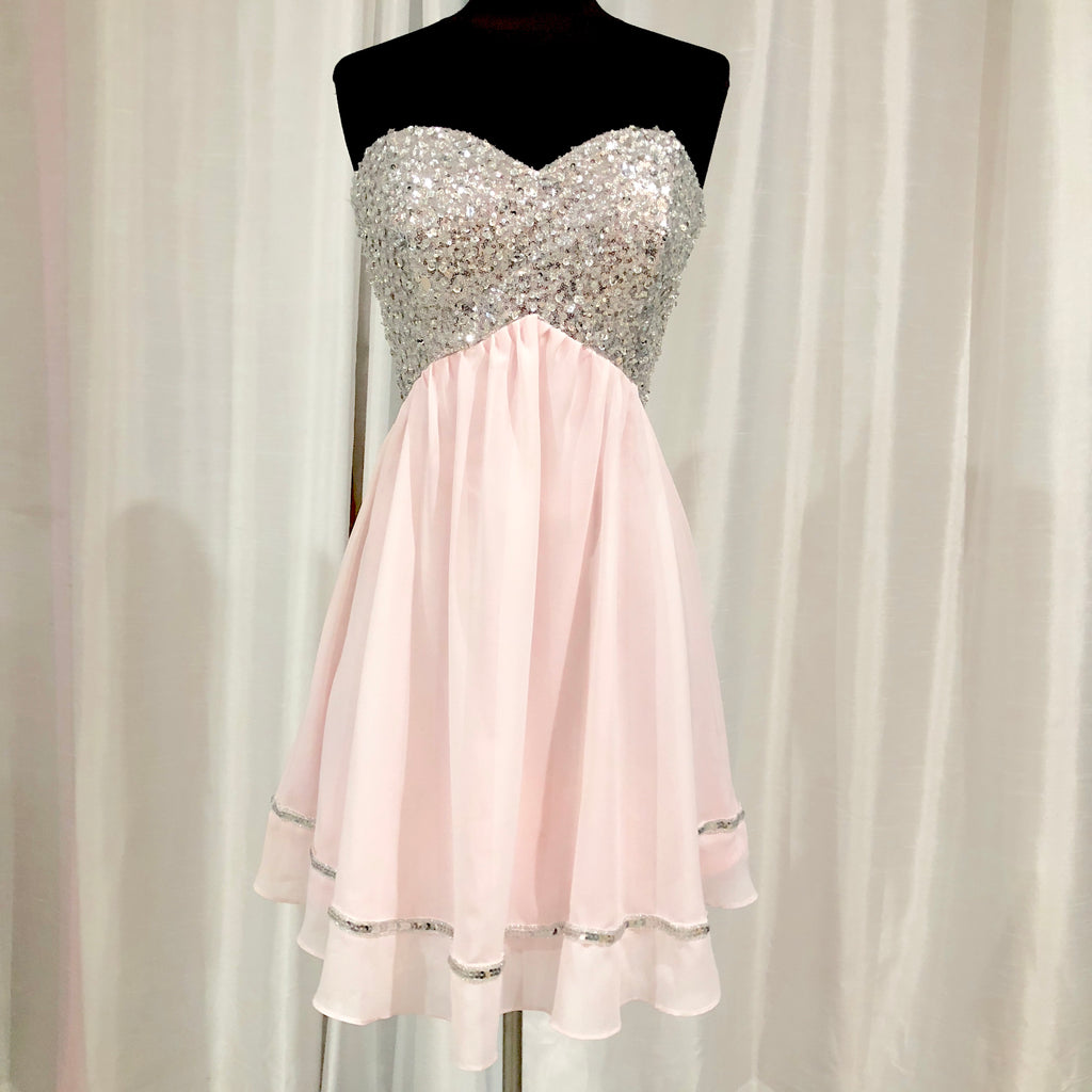 BOUTIQUE Short Pink & Silver Strapless Gown Size 4