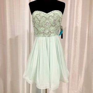 BOUTIQUE Short Mint Strapless Gown Size 7 NWT