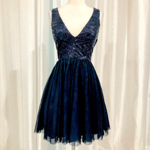 BOUTIQUE Short Navy Sequined Gown Size 5 NWT