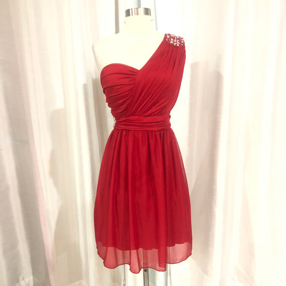 BOUTIQUE Short Red One Shoulder Gown Size 18