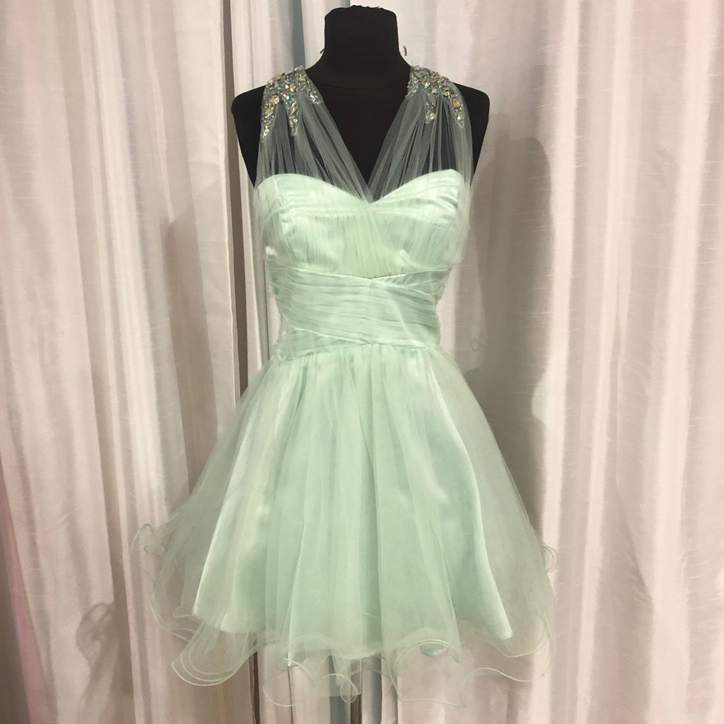 BOUTIQUE Short Mint Green Gown Size 13
