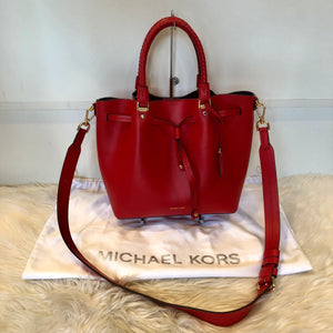 f6cd7d781818f MICHAEL KORS BLAKELY LEATHER BUCKET BAG – Style Exchange Boutique PGH