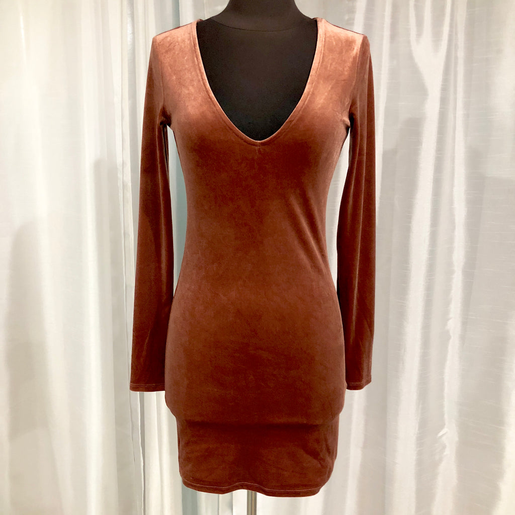 BOUTIQUE Short Rust Velvet Long Sleeve Gown Size S