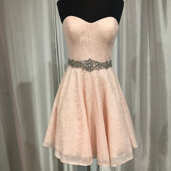 JVN SHORT BLUSH GOWN SIZE 4