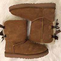 UGGS Chestnut Bailey Bow Short Boots