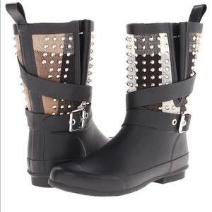 BURBERRY Holoway Black Rubber Studded Boots