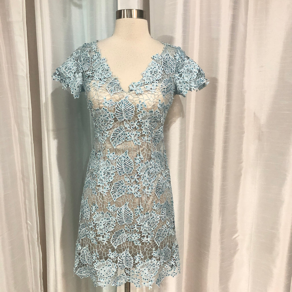DAVE & JOHNNY Ice Blue Form Fitting Gown Size 0
