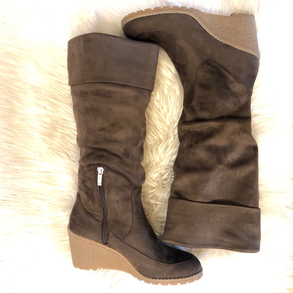 G.H. BASS & CO WEDGE BOOTS SIZE 8