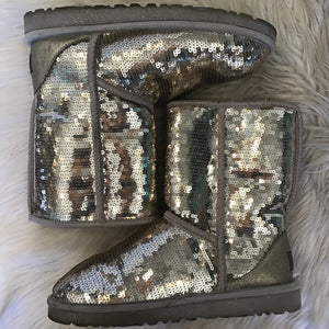 UGG CLASSIC SHORT GOLD SEQUIN BOOT SIZE 6