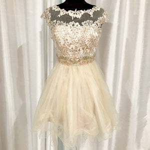 DAVE & JOHNNY Short Cream Gown Size 3/4